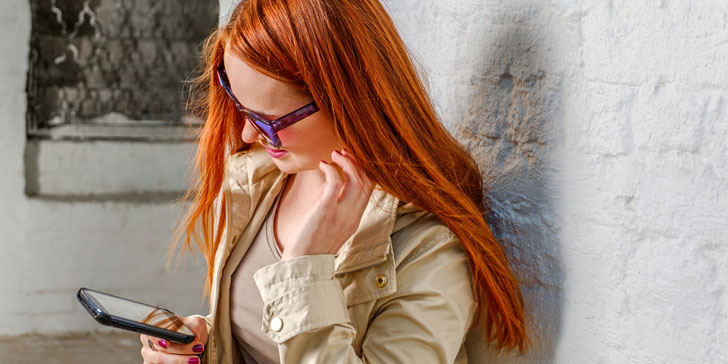 Want To Text Your Crush? Here's Exactly What To Do To Start A Conversation