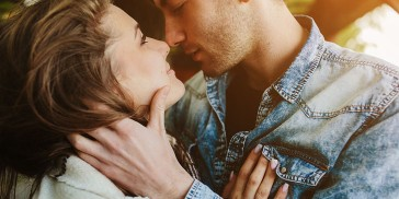 He Loves Me, He Loves Me Not!?5 Ways To Know If A Guy Is Falling In Love With You!