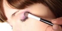 gb-makeup-mistakes-making-women-look-older-4
